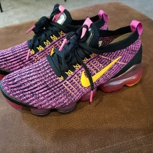 Womens Nike air vapormax flyknit 3 size 08.5